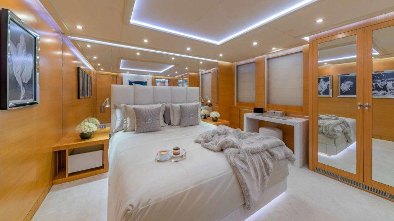 Palmer Johnson DB9, Miami Yacht Charter